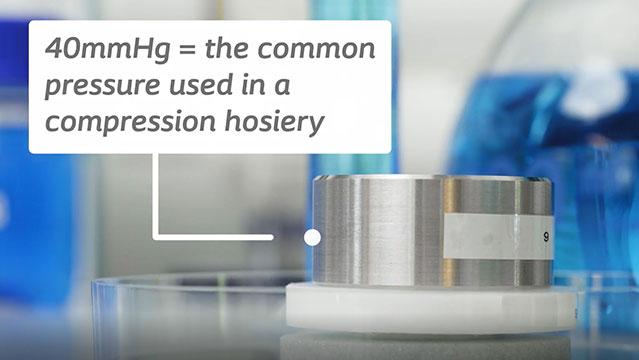 Biatain Fiber kann Exsudat und Bakterien auch unter Druck einschließen.
